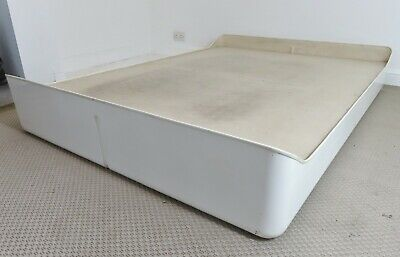 STUNNING VINTAGE FRENCH 1970's FIBREGLASS BED