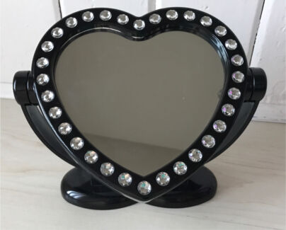 BLINGY FREESTANDING PLASTIC HEART MIRROR, AS NEW