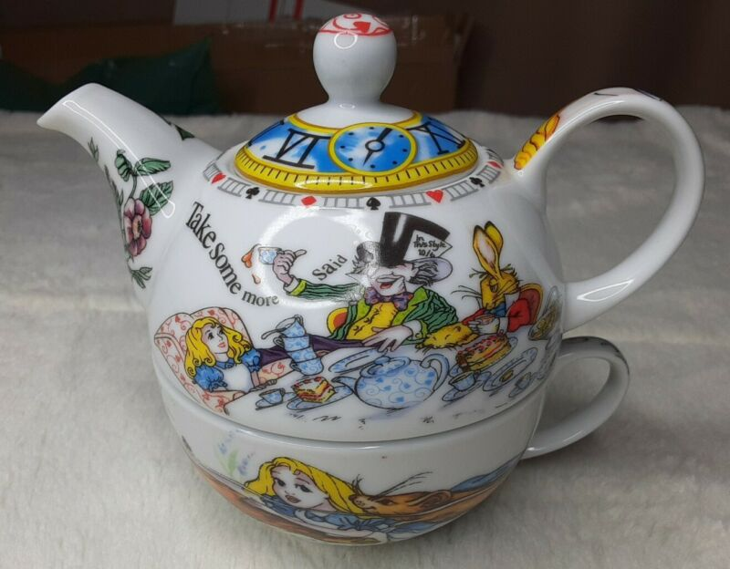 Paul Cardew Alice In Wonderland Cafe Teapot Cup Set Stackable designed england
