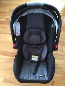Graco infant car seat and cuddle bag