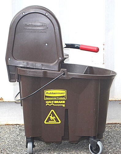 Rubbermaid 7580 WaveBrake 35 qt. Mop Bucket/Wringer Combo Brown   L2567