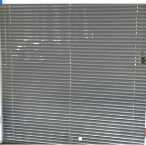 VENETIAN BLINDS - USED 5 MTHS. 65% OFF RRP