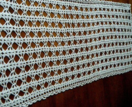 Antique runner doily h crochet lace great primitive design cottage Granny décor