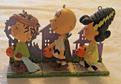 13 Hallmark Halloween Ornaments Mixed Lot Sally Lucy Charlie Brown Snoopy