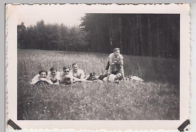 (F17295) Orig. Foto Personen auf Wiese bei Lockenmühle 1938