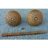 VINTAGE ANTIQUE BRASS VICTORIAN ORNATE FANCY ROUND MATCHING 2 DOOR KNOB SET