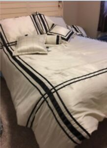 Queen comforter, two shams and three decorator pillows