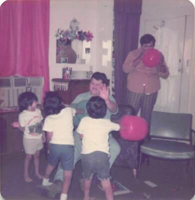 KIDS PUNCHING DAD - BLOW UP BOXING BOPPER GLOVES HISPANIC FAMILY VTG 1975 PHOTO - Blow Up Boxing Gloves