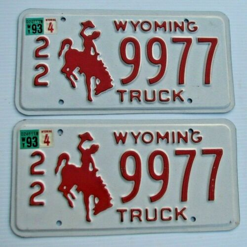 """MINT WYOMING 1993 TRUCK  PAIR LICENSE PLATE PLATES """" 22 9977 """"  BUCKING BRONCO"""