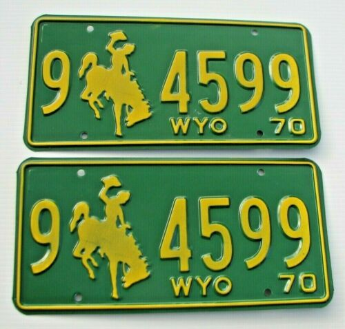 """MINT WYOMING 1970 AUTO PAIR LICENSE PLATE PLATES """" 9 4599 """" BUCKING BRONCO  WY"""