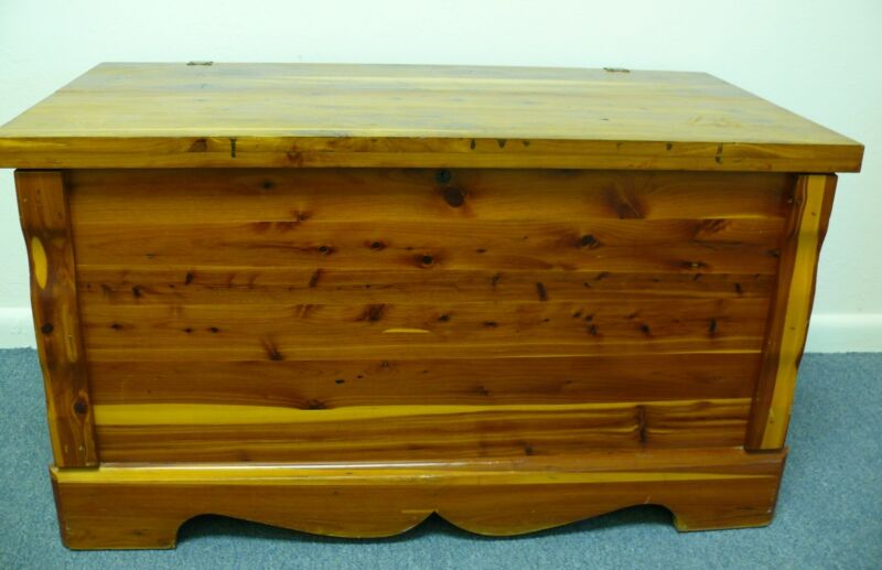 RARE BEAUTIFUL AUTHENTIC MURPHY MODEL #4017 CEDAR WOOD CHEST