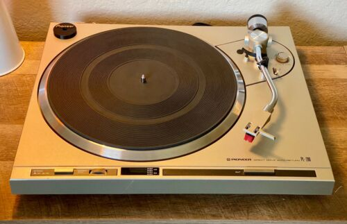 Pioneer PL-200 Vintage High Perf. Direct Drive Semi-Auto Turntable - Serviced!