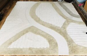 Gorgeous wool rug 8 x 8 $145 obo retails over $400