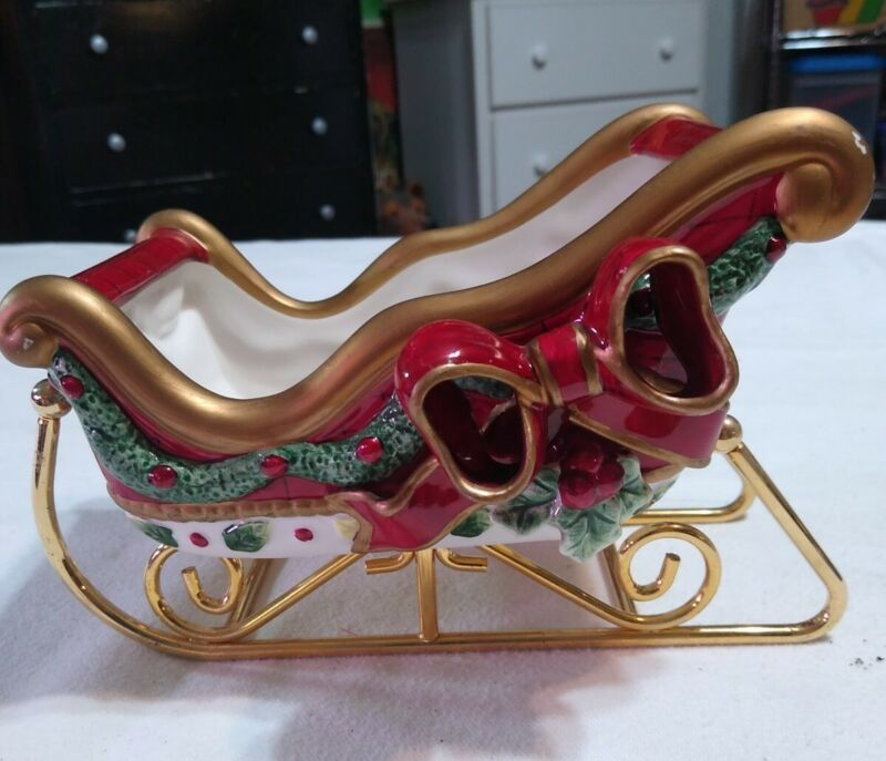 """Planter Christmas Sleigh Red w/ Holly Berry Ceramic / metal China Vintage 8""""x 5"""""""