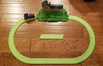 Thomas and Friends Trackmaster Stormy Night in Sodor Glow in the Dark Track Set