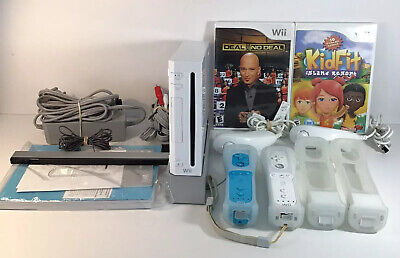 Nintendo Wii White Console Bundle With 2 Games,2 Controllers & Wii Motionplus