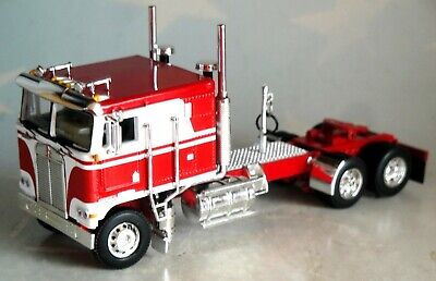 DCP RED WHITE  KENWORTH KW100 FLAT TOP 1/64 60-0697 C