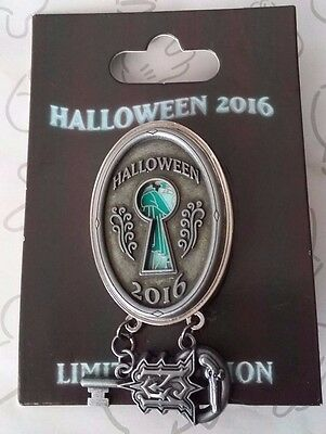 Dueling Ghosts Haunted Mansion Lock and Key Dangle Halloween 2016 LE Disney Pin