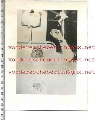 ORIGINAL PRESSEFOTO: Ein SCHWERVERLETZTER - 50gerJhre - VINTAGE