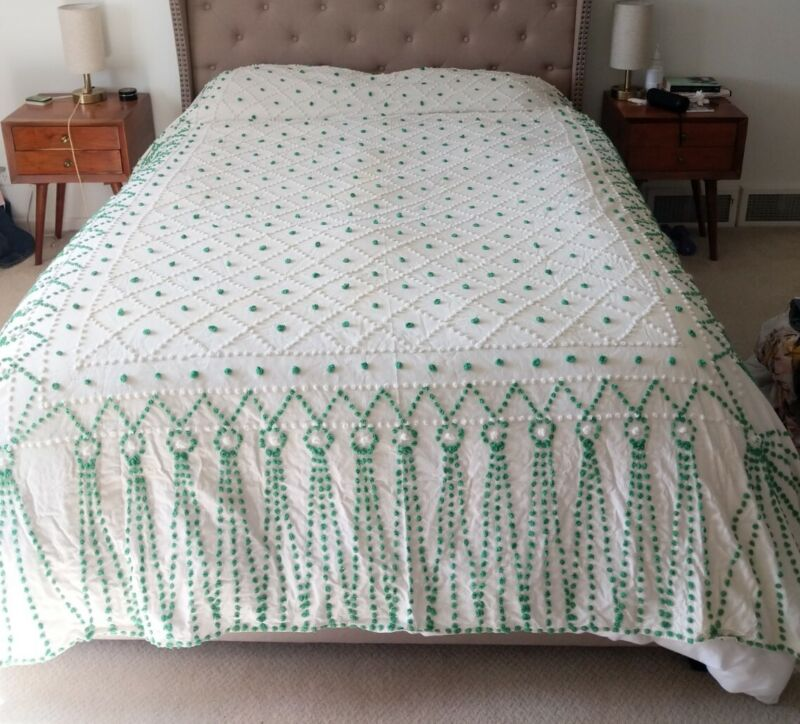 "HUGE vintage CHENILLE POPCORN BEDSPREAD Green White 105"" x 90"" Queen Coverlet"