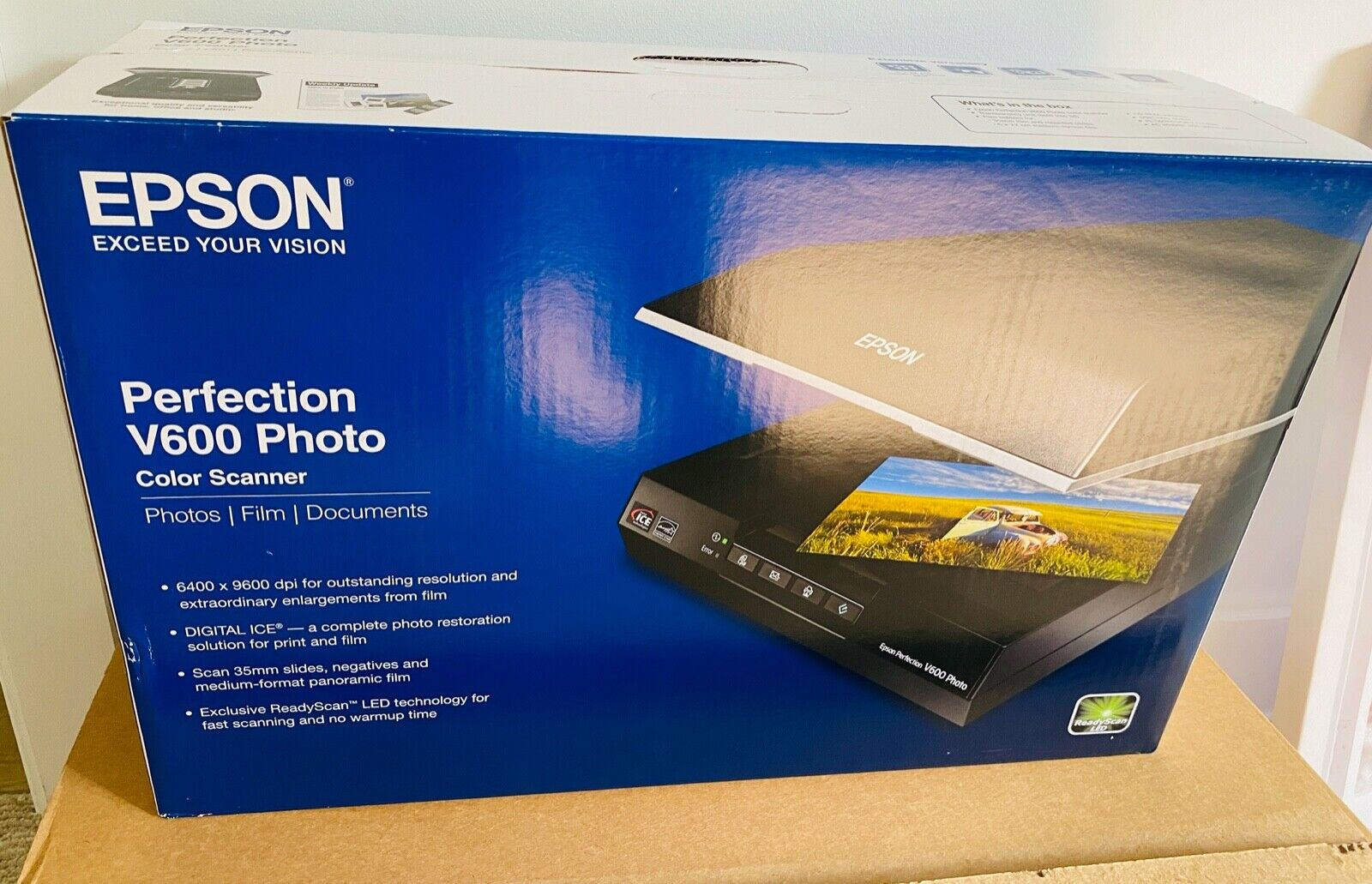 Epson Perfection V600 Photo and Document 6400 dpi USB Color