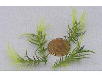 1:12 Scale 3 Plastic Light /& Dark Green Plants Tumdee Dolls House Miniature LG2