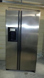 Stainless steel GE 700 L Fridge/Freezer/ice maker and water dispenser