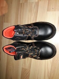 Safety shoes brand new size 8