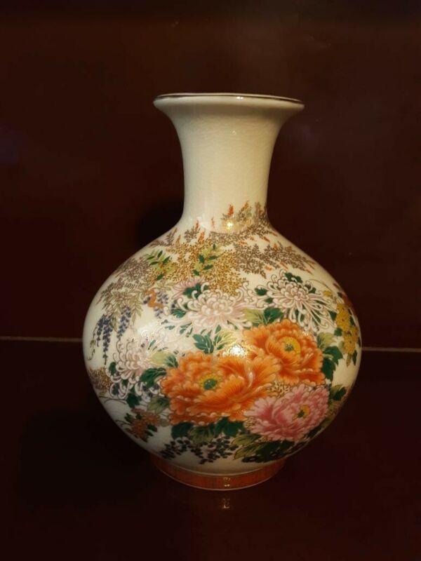 Vintage japanese floral vase with gold trim  Made In Japan.