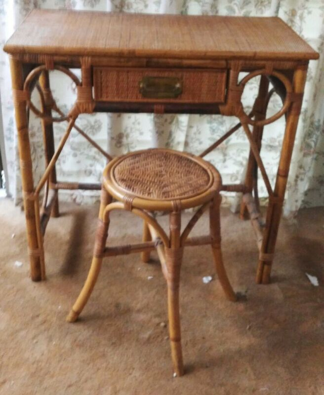 VINTAGE WICKER AND BAMBOO CONSOLE  TABLE DESK WITH MATCHING STOOL