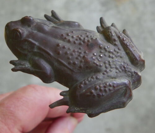 VICTORIAN HUGE 2 1/4in Frog Hat Pin Superb DETAILS 1890s KISS THE KING FROG