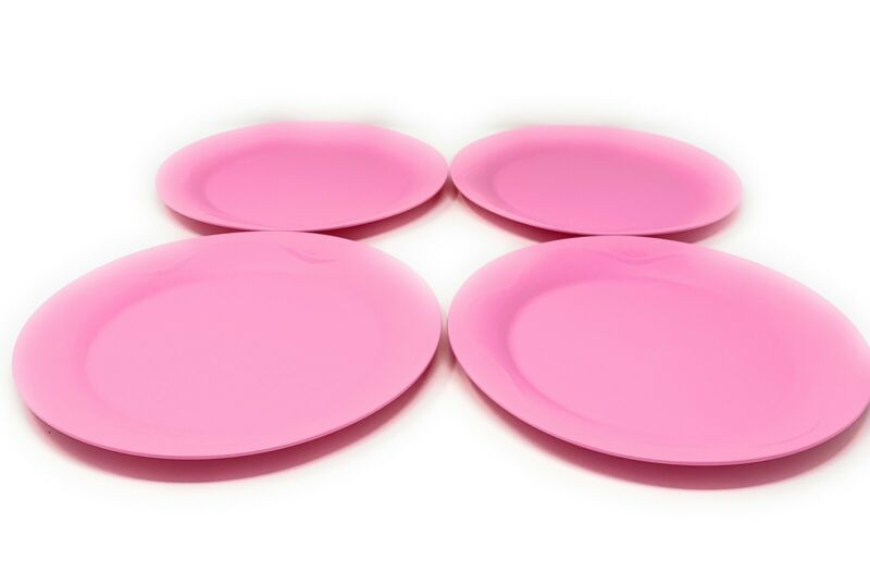 Tupperware 8 Inch Round Plates Set Of 4 in Pink NEW