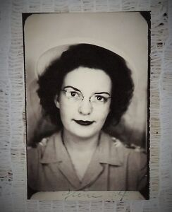 VINTAGE-1944-PHOTOBOOTH-PHOTO-LADY-IN-HAT-amp-GLASSES-SIZE-2-034-X-1-5-034-TOTAL