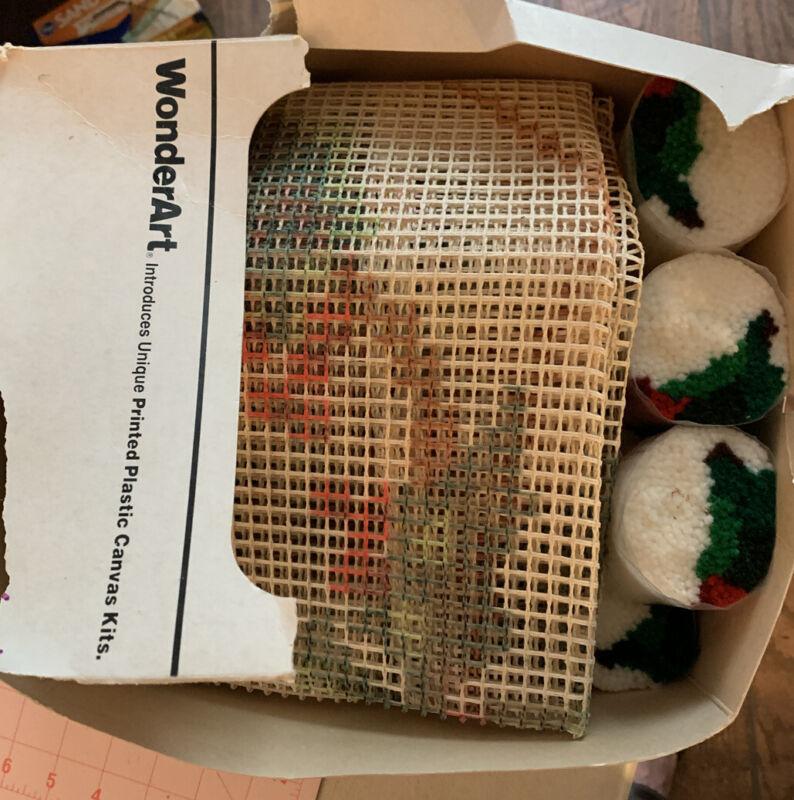 """Vtg WonderArt Canvas Christmas Latch Hook Rug Kit + 23 Pre-Cut Yarn 34"""" OOP"""