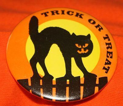 1970's TRICK OR TREAT BLACK CAT PIN Picket Fence Halloween Pumpkin Face Pinback