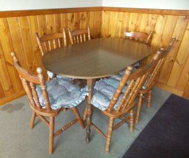Colonial Style Kitchen Table and Chairs