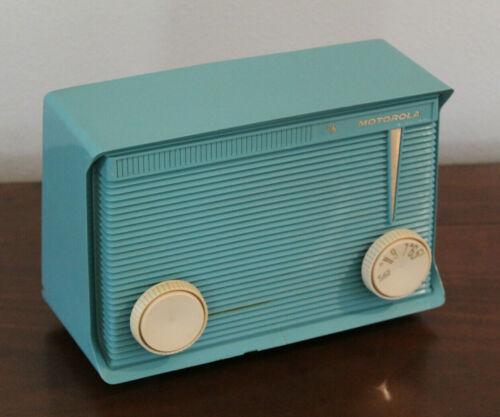 Motorola AM 5 Tube Radio Model A15J Turquoise (1961)