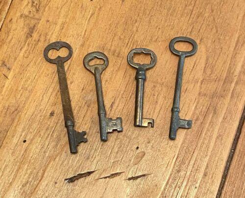 Vintage Skeleton Key Lot Assorted Set of 4