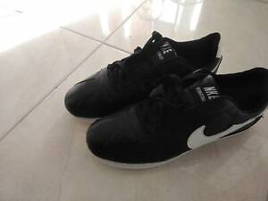 New, Men's Leather Athletic Sneakers Size9 Eur42