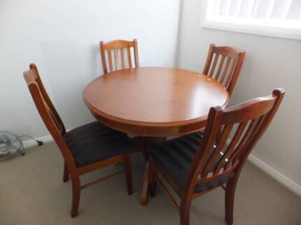 Balmoral Dining Table with 4 chairs Mount Druitt Blacktown Area Preview