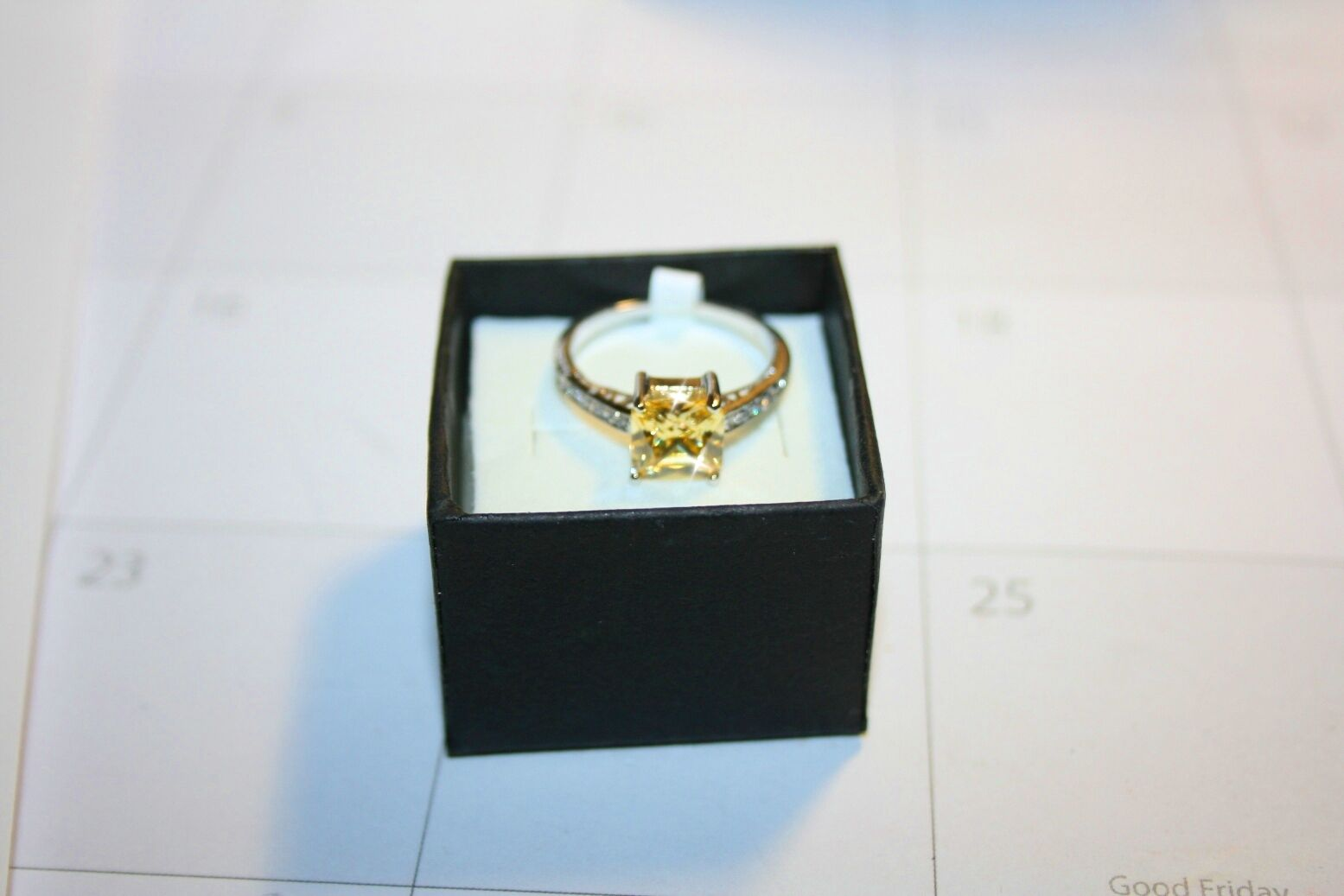 canary yellow diamond alternat... Image 3