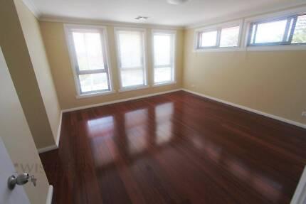 Masterbed room $300/wk near Blacktown stn & Westpoint