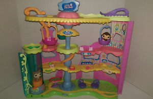 Littlest Pet Shop Collectible Pet Town
