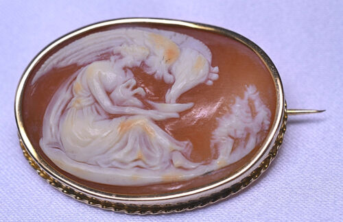 ANTIQUE 14K YELLOW GOLD OVAL SHELL CAMEO PIN OF HEBE FEEDING ZEUS