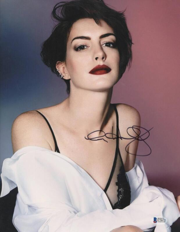 HOT SEXY ANNE HATHAWAY SIGNED 11X14 PHOTO AUTHENTIC AUTOGRAPH BECKETT COA I