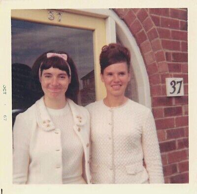 CUTE TEEN GALS - YOUNG WOMEN in WHITE BOUFFANT WIG 1960s FASHION VTG PHOTO 209 - Young Cute Teen