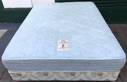Good Sealy brand queen bed set for sale. Delivery can do