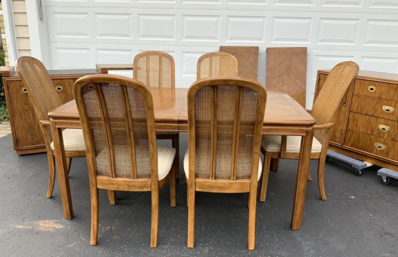 DREXEL PASSAGE  DINING ROOM SET TABLE AND 6 CHAIRS