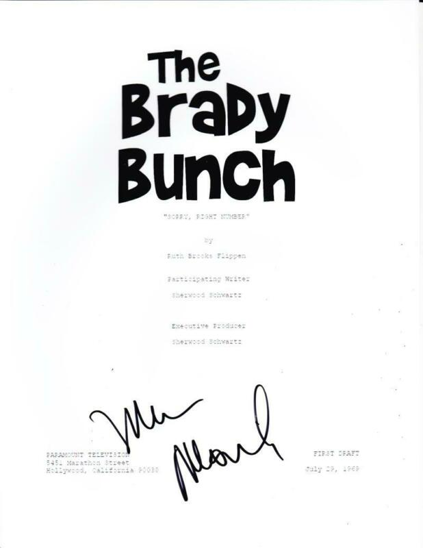 MAUREEN MCCORMICK SIGNED THE BRADY BUNCH FULL SCRIPT AUTHENTIC AUTOGRAPH COA