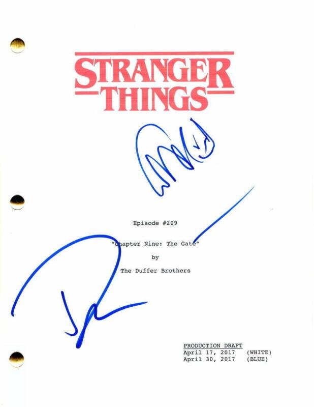 DACRE MONTGOMERY & DAVID HARBOUR SIGNED AUTOGRAPH STRANGER THINGS EPISODE SCRIPT